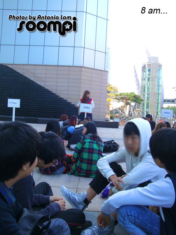 In line for 2ne1. 9th in line! w00t.