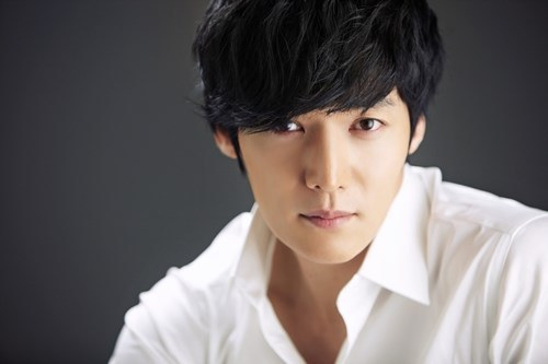 "Choi Jin Hyuk is Confirmed for ""Heirs,"" Joins Lee Min Ho, Park Shin Hye, and Kim Woo Bin"