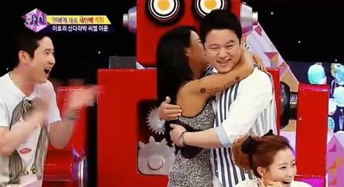 Lee Hyori and Kim Gu Ra Make Up