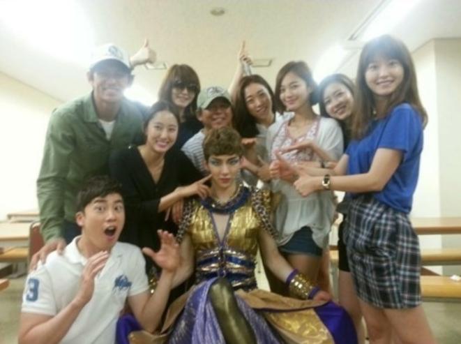 jo kwon twitter god of workplace casts