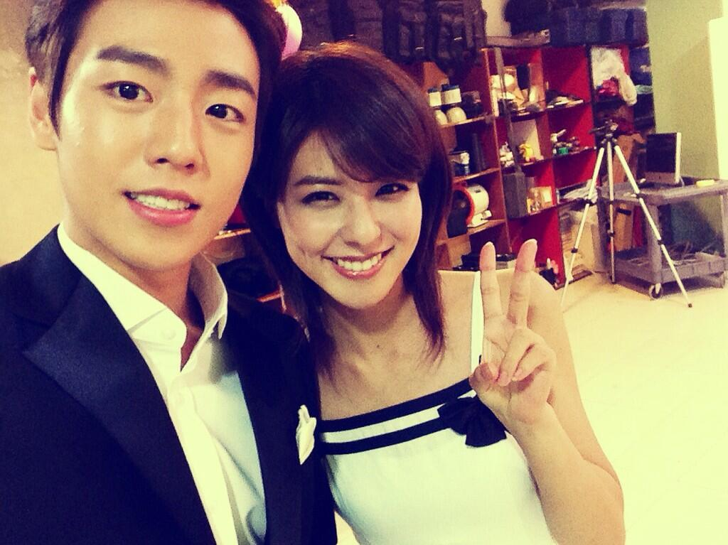 Lee Hyun Woo Takes a Cute Picture with Japanese Actress Fujii Mina