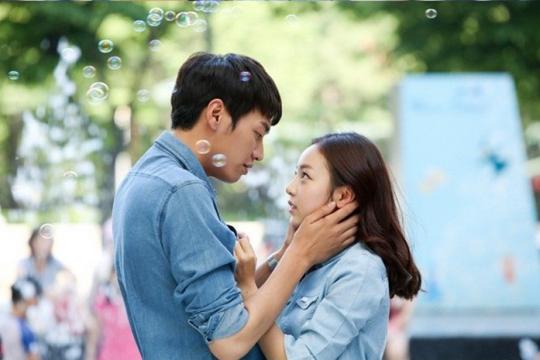 goo hara and kim young gwangs kiss scene stills released