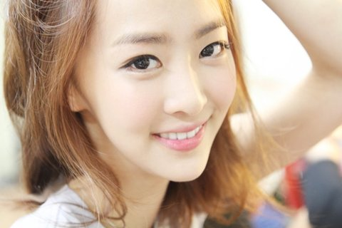 "SISTAR's Dasom Takes Some ""Healing Time"""