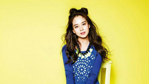 """Song Ji Hyo Gifts Entire """"Running Man"""" Staff With Pizza"""