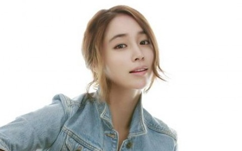 Lee Min Jung Is Grateful for Her Wedding Gift