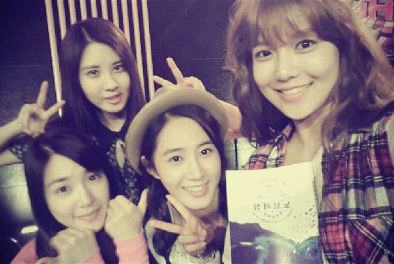 Girls' Generation Posts Selca without Make-up