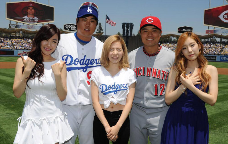 """[Gallery] Taeyeon, Tiffany, and Sunny Celebrate """"Korea Day"""" with the LA Dodgers"""