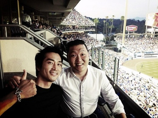 Song Seung Hun And PSY Catch The LA Dodgers Game