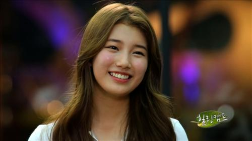 Suzy Says Guys Don't Really Hit On Her, Chooses Kang Dong Won Over Kim Soo Hyun