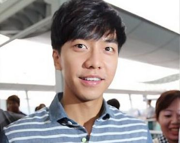 Lee Seung Gi Flies in Style to Thailand Fan Meeting