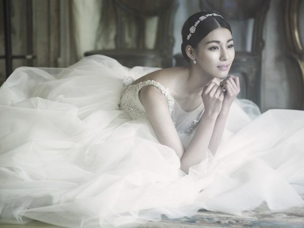 Kim Jung Hwa Reveals Breathtakingly Beautiful Wedding Photos