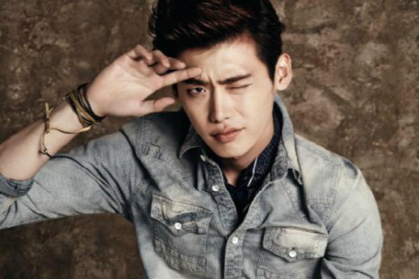 """Lee Jong Suk is Smoking in Denim for """"Jambangee"""""""