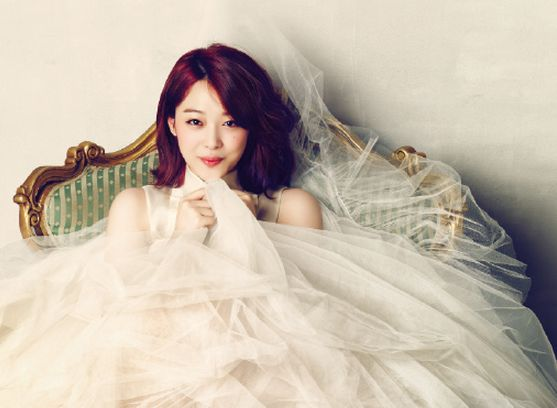 """Sulli Discusses the Pressure of Being an Idol in """"Ceci"""""""
