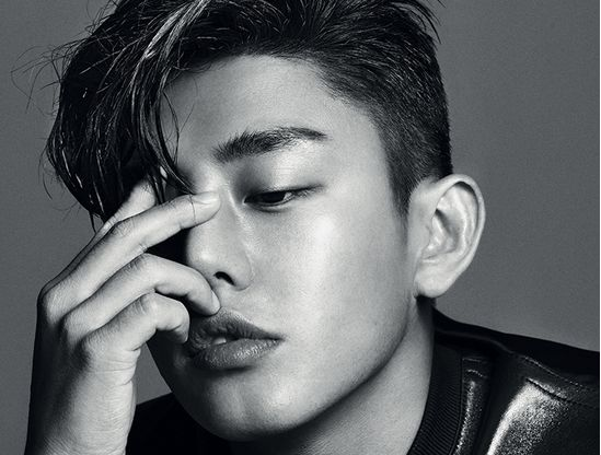 """Actor Yoo Ah In Gets Up Close and Personal with """"1st Look"""" Photo Shoot"""