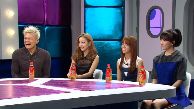 "Kara's Goo Hara and Kang Ji Young Shed Tears During ""Radio Star"""