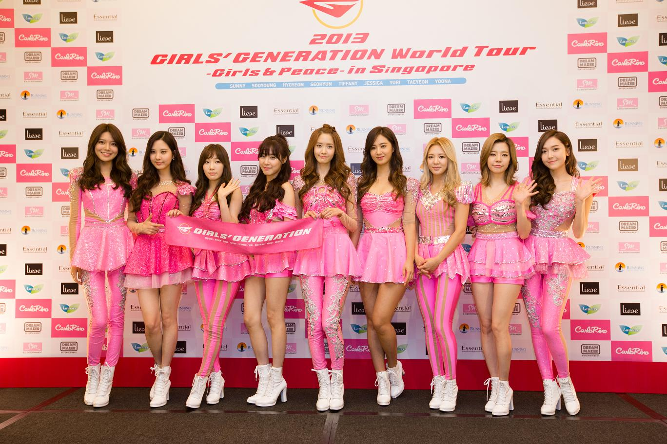 _L-R- Soo Young, Seohyun, Taeyeon, Tiffany, LindaYoona, Yuri, Hyoyeon, Sunny, Jessica