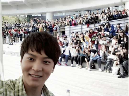 Joo Won at his autograph-signing event.