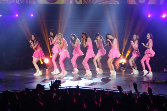 Seohyun, Sooyoung, Hyoyeon, Taeyeon, Yoona, Tiffany, Yuri, Sunny, Jessica