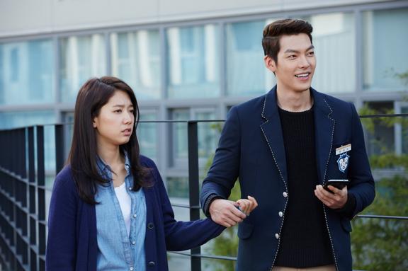 Kim Woo Bin Grabs Onto Park Shin Hye's Hand in Episode 6 ... Park Shin Hye And Kim Woo Bin Hug