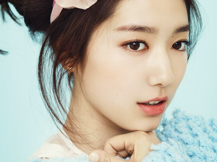 Past Photos of Park Shin Hye Grabs Attention