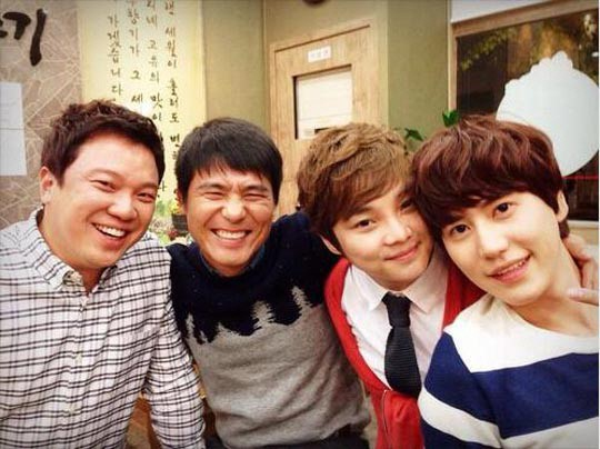 Kyunhyun with Radio Star guests