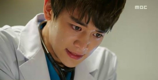 choi minho cant hold back his tears on quotmedical top team