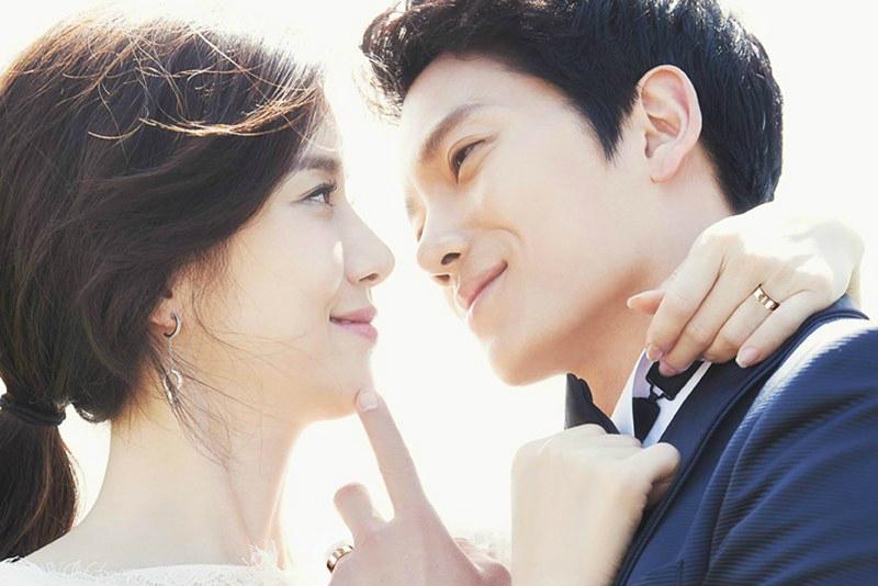 Lee Bo Young and Ji Sung