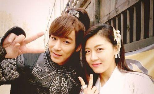 Jin Yi Han and Ha Ji Won