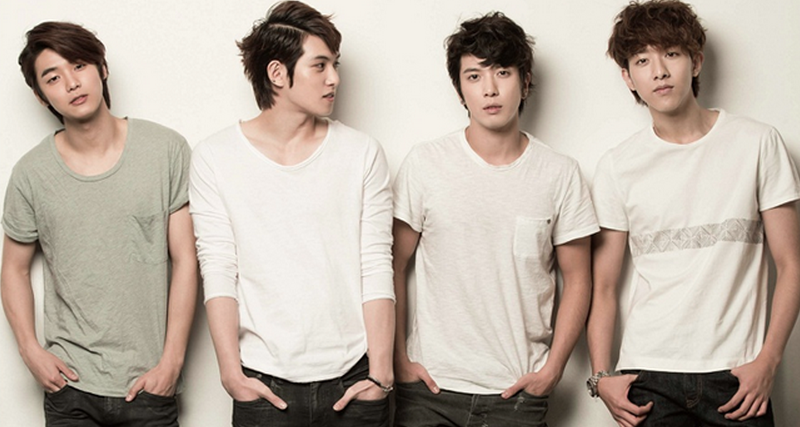 CNBLUE Enjoys New Year's Rice Cake Soup While in Chile
