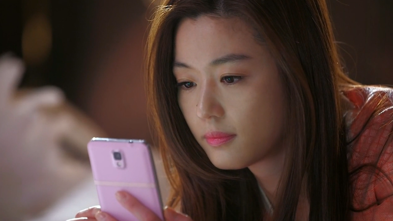 Song Yi Waiting For Call