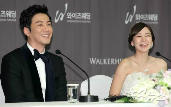 Choi Won Young and Shim Lee Young at wedding press conference