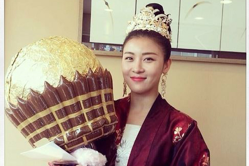 Ha Ji Won and her White Day Present