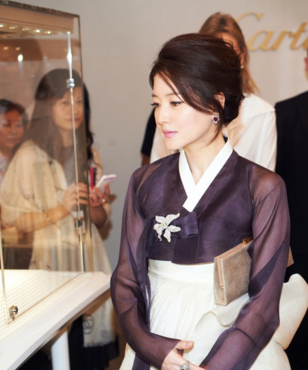 Lee Young Ae in Hanbok 2
