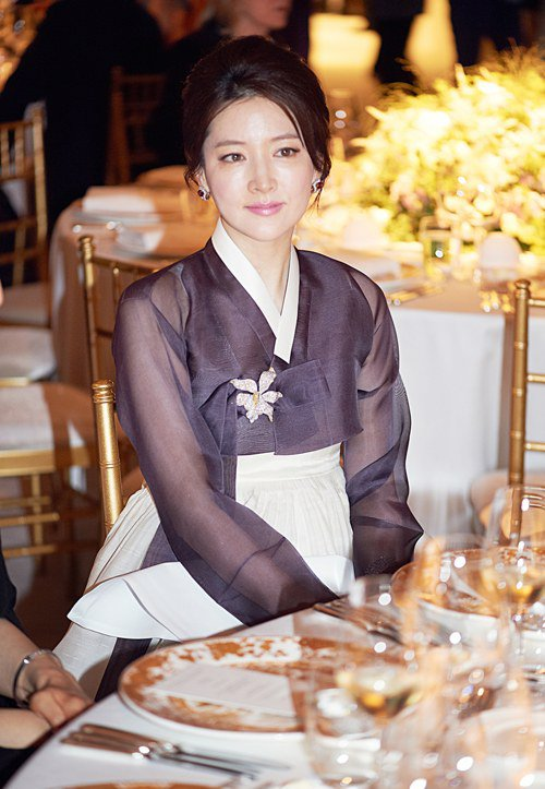 Lee Young Ae in Hanbok