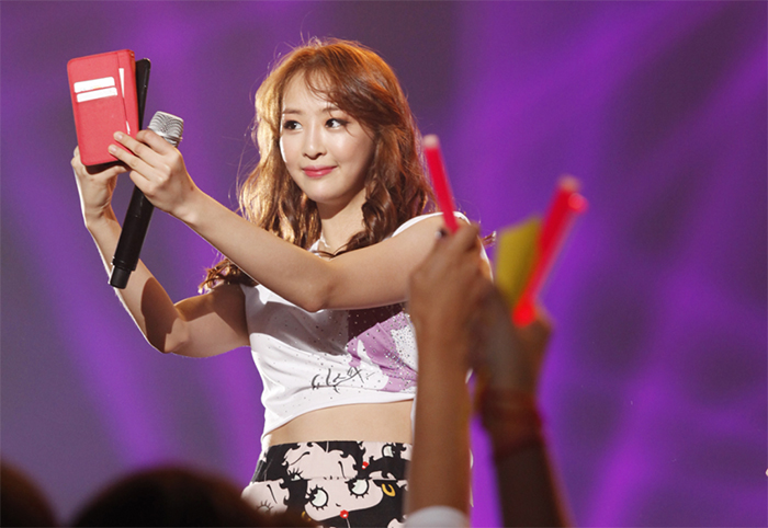 Dasom takes a selca of herself during last year's SISTAR concert.  Picture courtesy of Starship Entertainment to GTG.