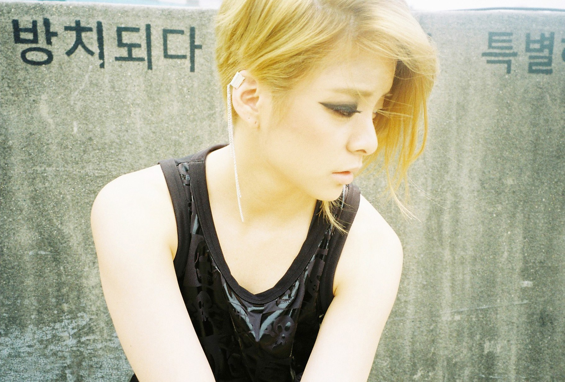 [Updated with More Photos] f(x)'s Amber Does Sexy, Tough ... F(x) Amber Red Light