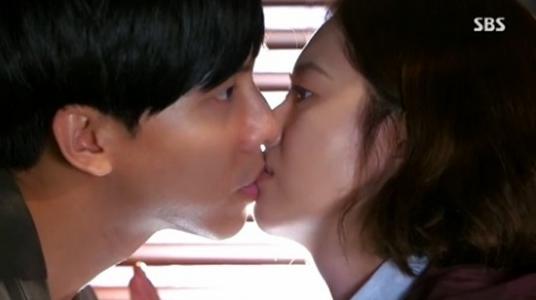 lee seung gi go ara kiss 1