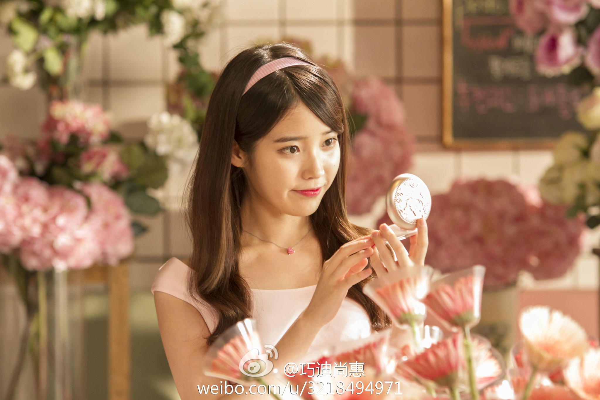 Iu Shows Off Her Flawless Skin In Chinese Makeup Brand Cf