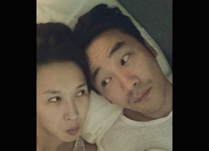 Uhm Tae Woong and wife featured pic