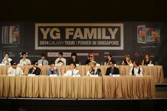 YG Family artistes enjoying themselves at the Samsung press conference