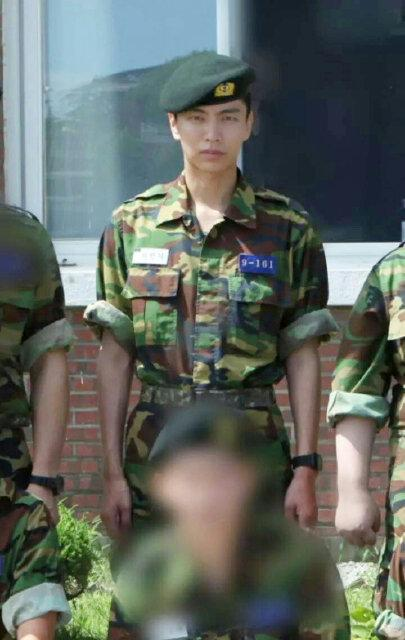 first photos of actor lee min ki surface since military