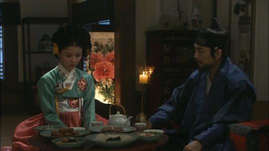 15 - Ji Dam serving the soldier