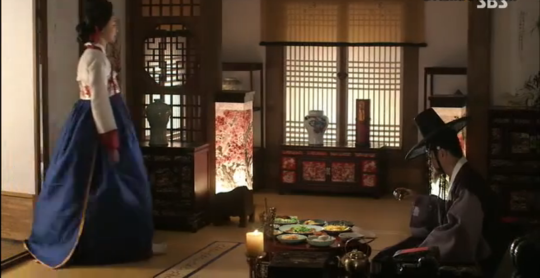 Ep 3 - 24 - The gisaeng meets with Hong Gye Hee to tell him the same thing she knows nothing