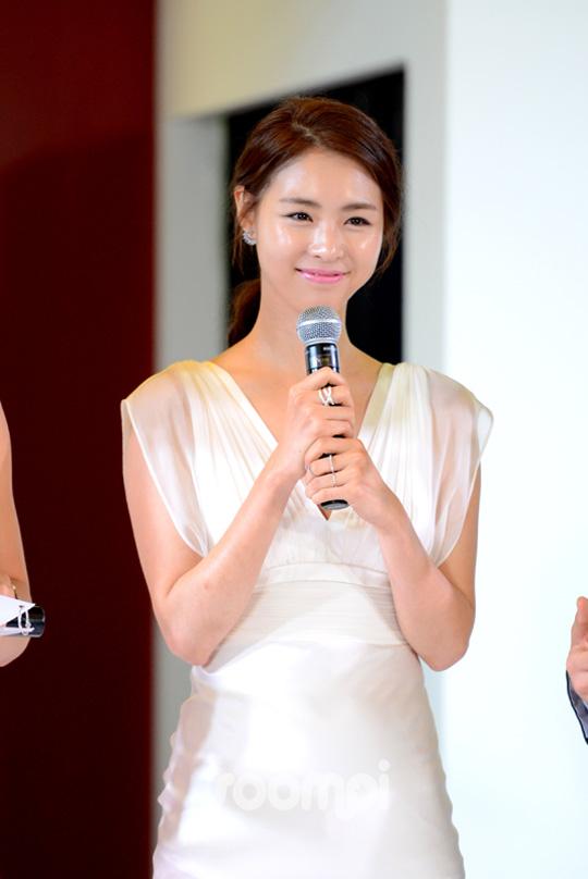 Lee Yeon Hee_K_7594