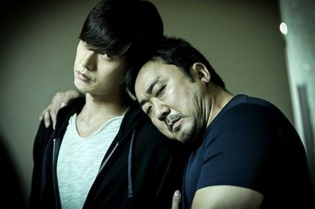 """Park Hae Jin and Ma Dong Suk Buddy Up Behind-the-Scenes of """"Bad Guys"""""""