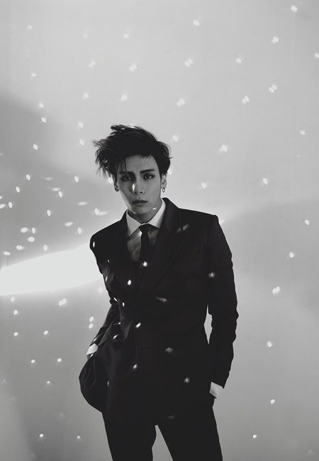 SHINees Jonghyun Working on Solo Album Comeback