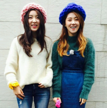 4Minute's Sohyun and Gayoon in Loopy Mango Hats