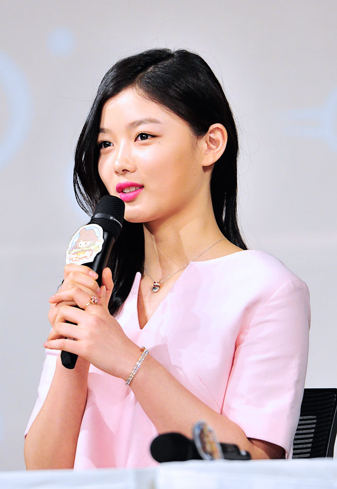 Fashion Recap Of Quot Angry Mom Quot Press Conference Kim Hee Sun