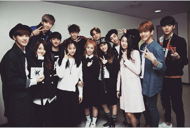 Rookie Group The Ark Poses for Snapshot with EXO | Soompi