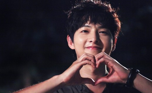 "Song Joong Ki Sends Food Truck for Cast and Crew of ""Signal"""